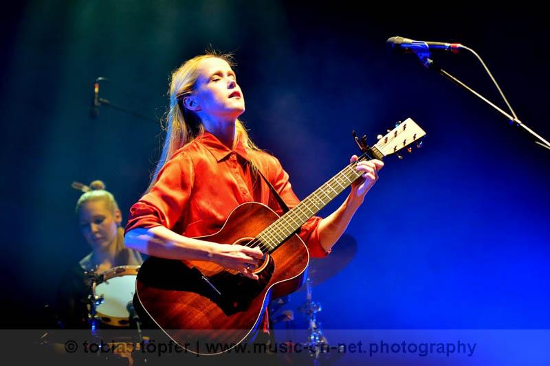 Tina Dico beim Women Of The World Festival in FFM am 16.05.2015 © Tobias Töpfer