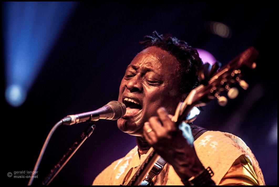 Habib Koité & Bamada beim 27. Africa Festival in Würzburg am 5. Juni 2015