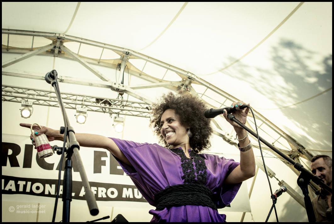 Malika Zarra am 5. Juni 2015 beim Würzburger Africa Festival