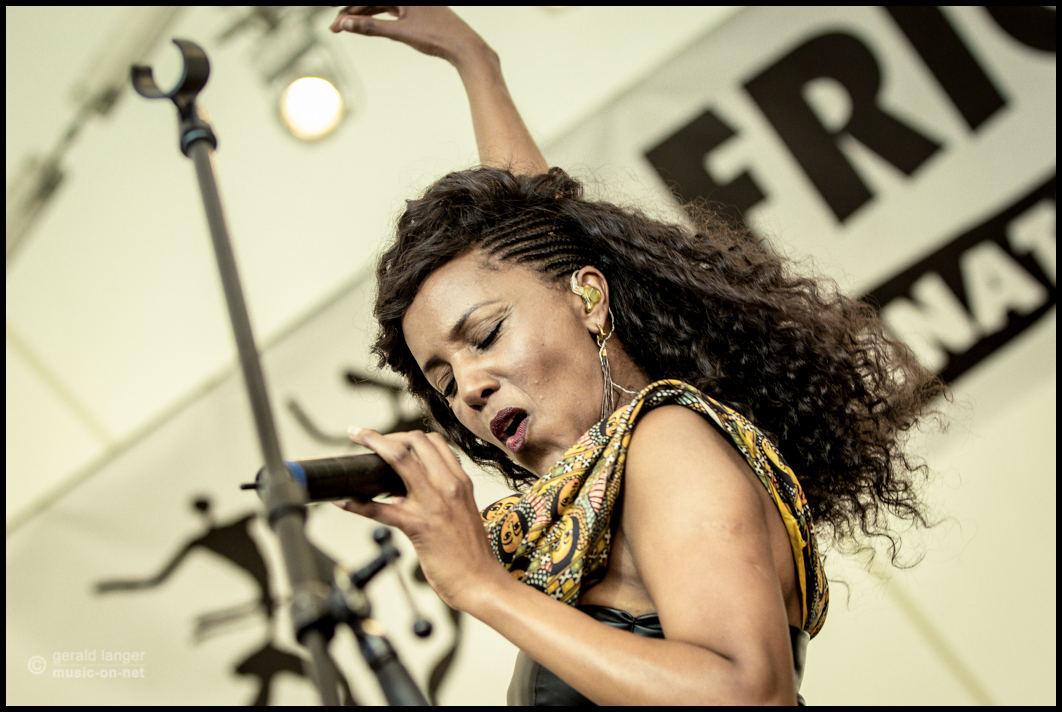 Minyeshu beim 27. Africa Festival in Würzburg am 6. Juni 2015
