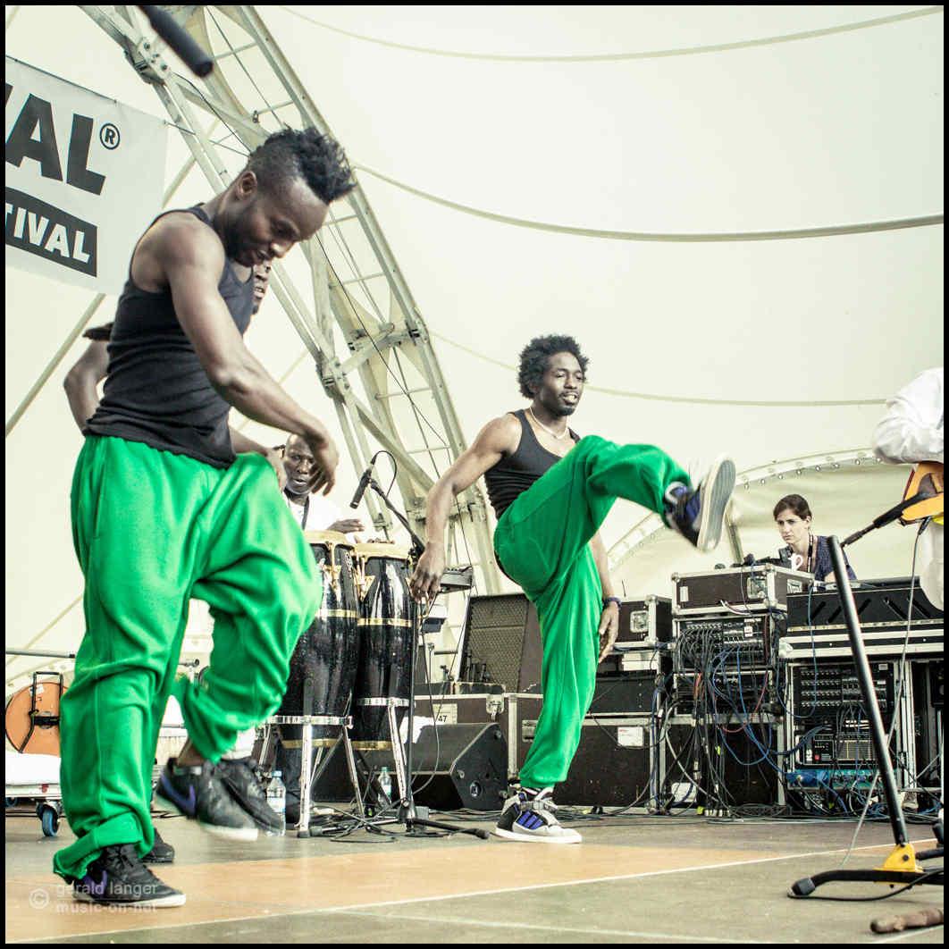 Papa Julius & Zion Nexus beim 27. Africa Festival in Würzburg am 7. Juni 2015 © Gerald Langer