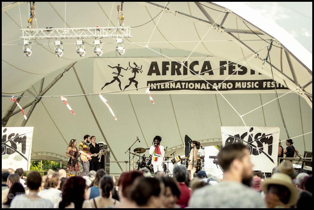 Papa Julius & Zion Nexus beim 27. Africa Festival in Würzburg am 7. Juni 2015 @ Gerald Langer