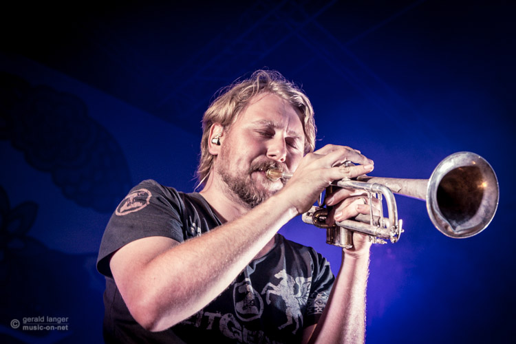 LaBrassBanda beim Open Air in Volkach am 12. Juli 2015 © Gerald Langer