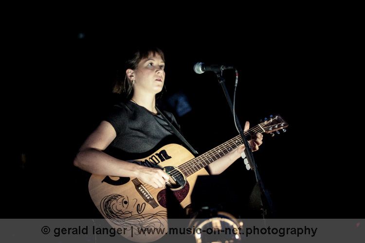 Sophie Hunger am 9. August 2015 beim Würzburger Hafensommer © Gerald Langer