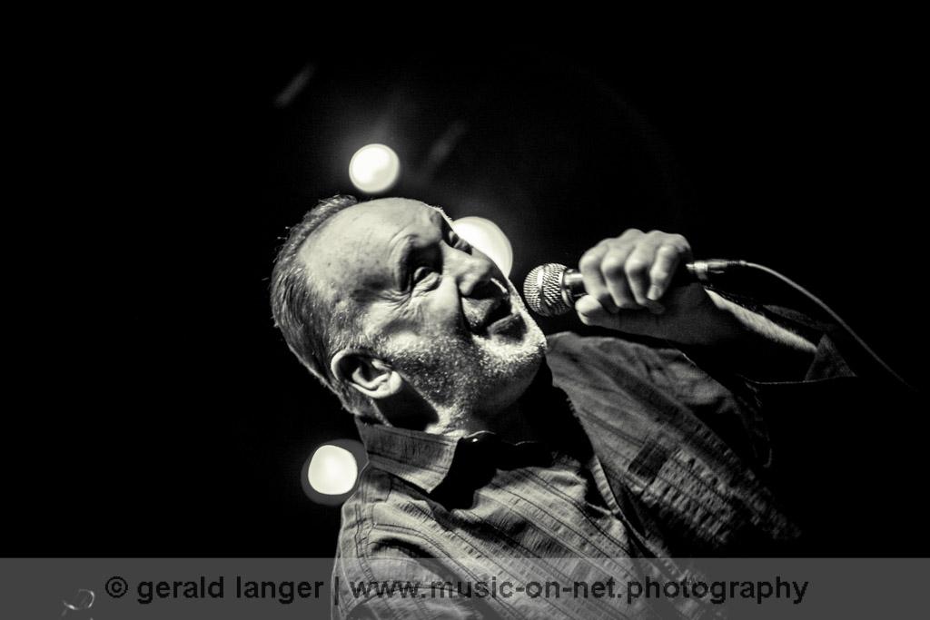 Roger Chapman & The Shortlist am 11. Dezember 2011 im Nürnberger Hirsch © Gerald Langer