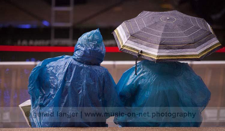 """""""Sitting in the rain"""" - Hafensommer Würzburg am 26.07.2016 © Gerald Langer"""