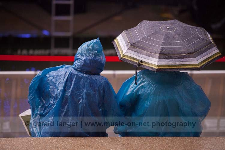 """Sitting in the rain"" - Hafensommer Würzburg am 26.07.2016 © Gerald Langer"