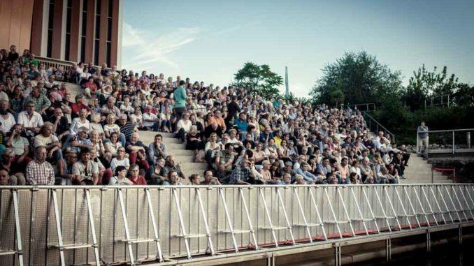 Das Publikum beim Hafensommer Würzburg 2016 © Gerald Langer