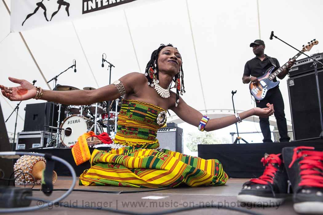 Fatoumata Diawara - Africa-Festival Wuerzburg 2013 - © Gerald Langer