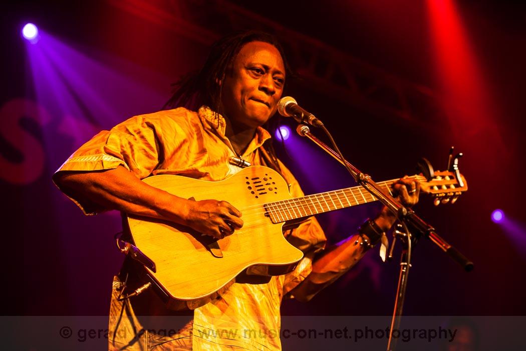 Habib Koité & Bamada - Africa-Festival Wuerzburg 2013 - © Gerald Langer