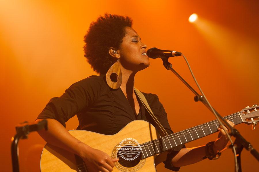 Sara_Tavares_Africa_Festival_Wuerzburg_2012_©-Gerald_Langer_15