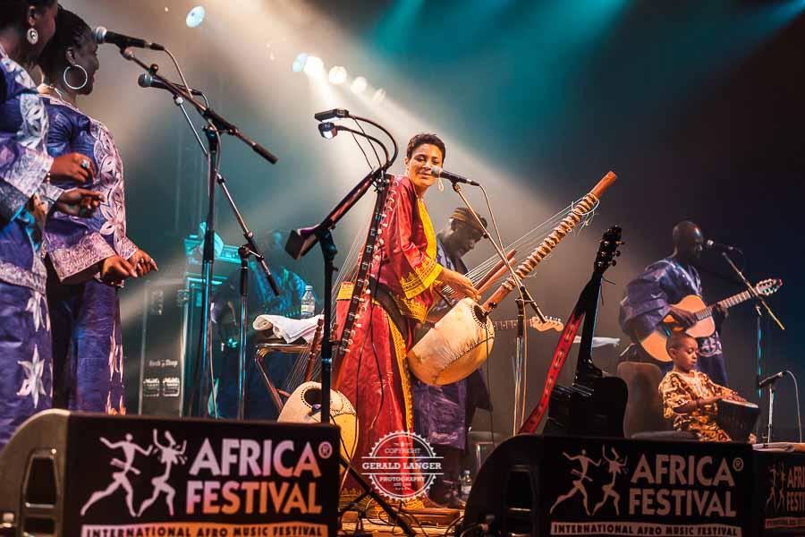 Sona_Jobarteh_Africa_Festival_Wuerzburg_2012_©-Gerald_Langer_54